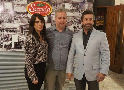 Rodrigo e os donos da Sacada Pizzaria