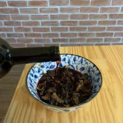 funghi secchi com vinho negroamaro