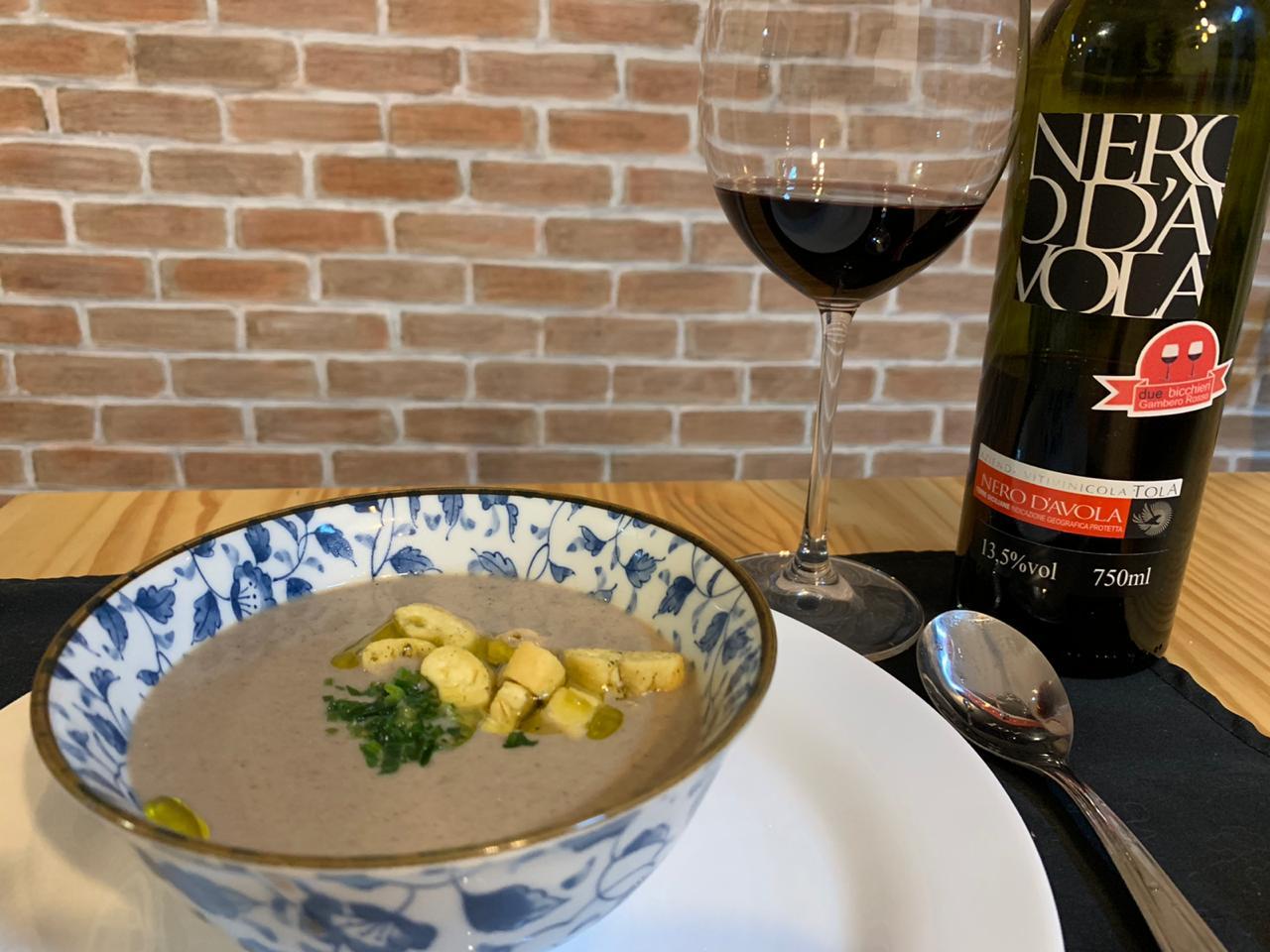 Sopa creme de cogumelos com Nero D'Avola