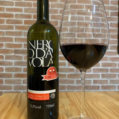 Vinho Tola Nero D'Avola