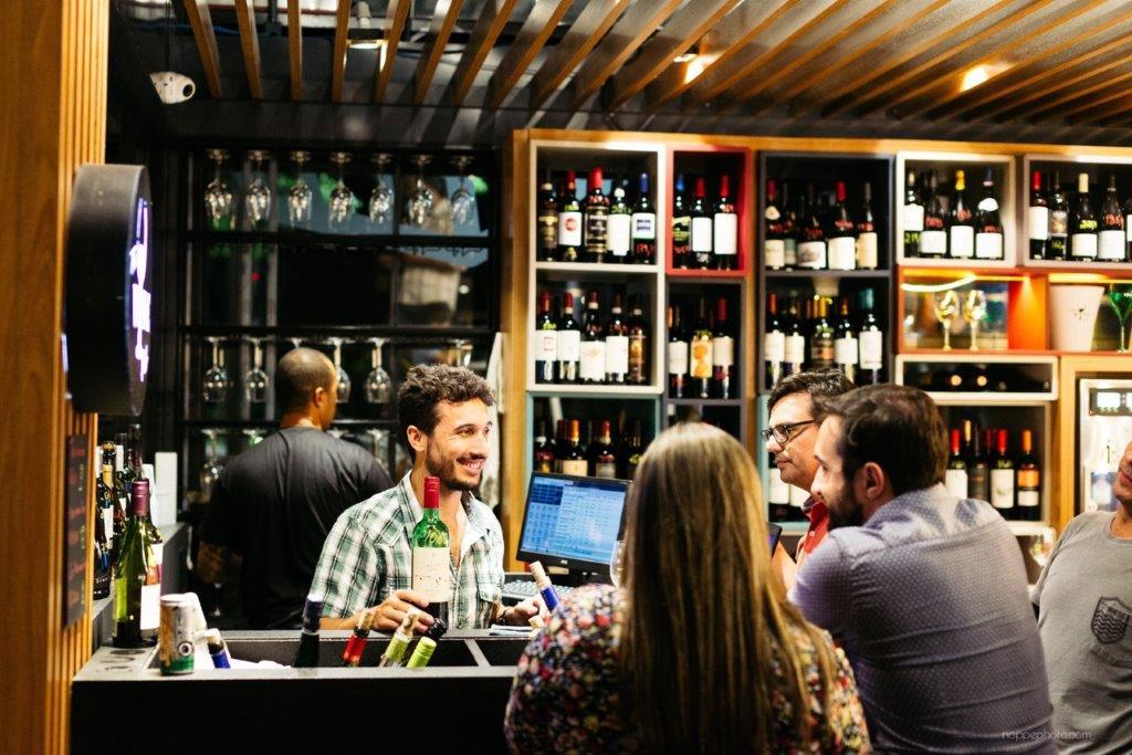 3 - Atendendo no The Wine Pub